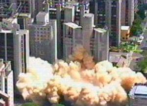 Implosão de edificação.