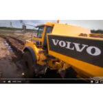 Veja o caminhão articulado Volvo A30F na lama!