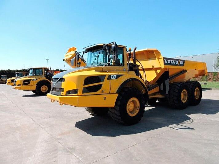 Operação com caminhões basculantes requer procedimentos de segurança